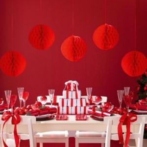 χριστουγεννιάτική διακόσμηση σε κόκκινο