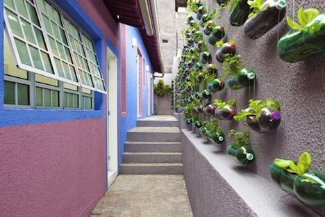 κήπος από πλαστικά μπουκάλια3