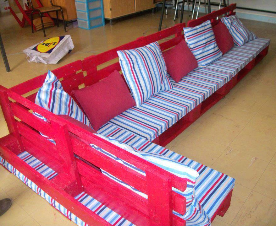 Γωνειακός καναπές από παλέτες