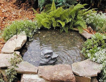 Μετατρέψτε ένα παλιό λάστιχο σε μια ήσυχη λιμνούλα για τον κήπο ή το μπαλκόνι σας