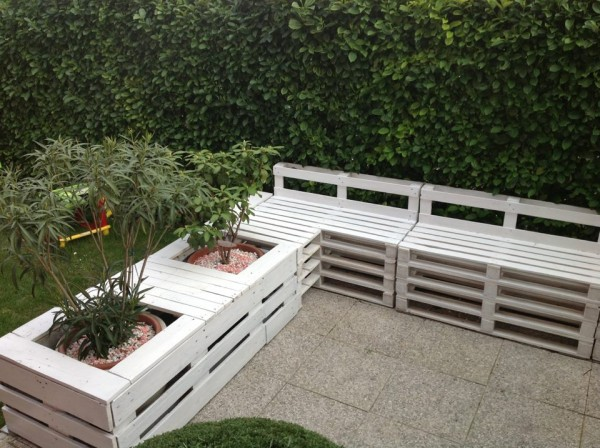 Diy παλετοκατασκευή καναπέ με ενσωματωμένες γλάστρες5