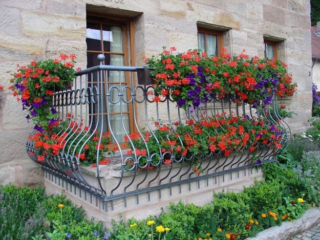 Διακόσμηση μπαλκονιού με λουλούδια9