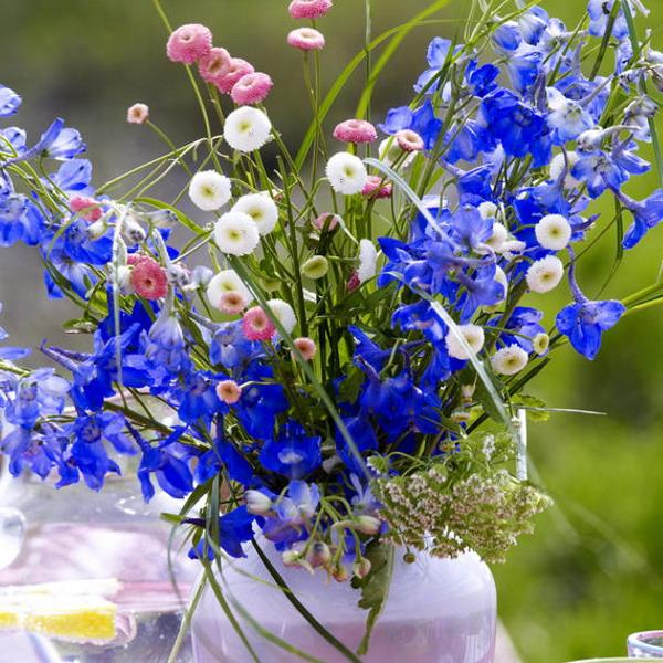 Διακόσμηση με μπλε λουλούδια