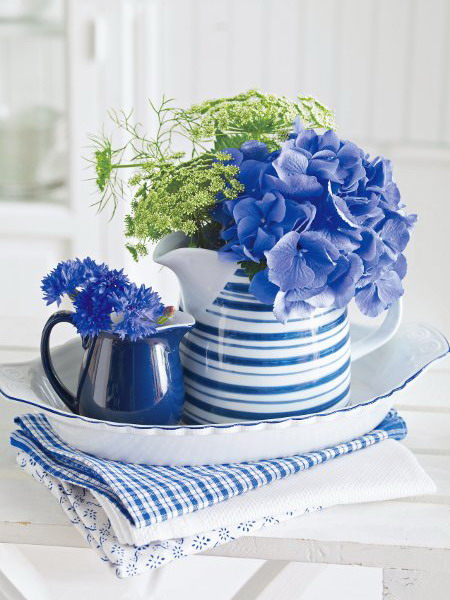 Διακόσμηση με μπλε λουλούδια13