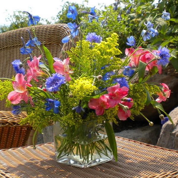 Διακόσμηση με μπλε λουλούδια17