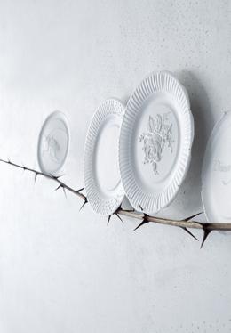 Λευκά πιάτα, σαν ντεκόρ τοίχων7