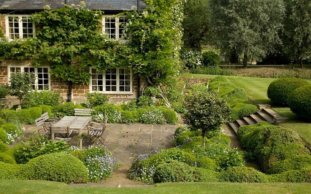 Όμορφες και πρακτικές Ομπρέλες για διακοσμήσεις κήπου