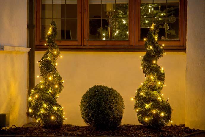 Χριστουγεννιάτικες ιδέες διακόσμησης με εξωτερικά φωτάκια4