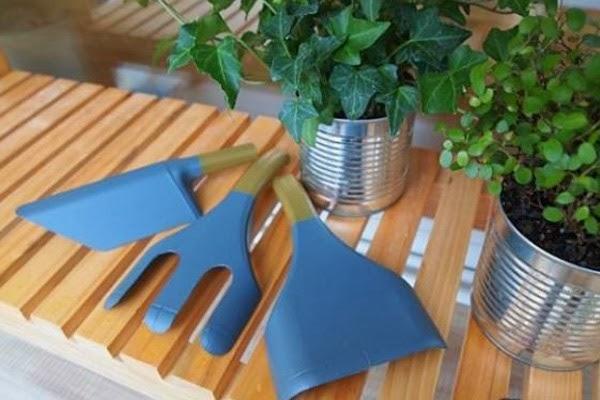 εργαλεία για τον κήπο σας από πλαστικά μπουκάλια