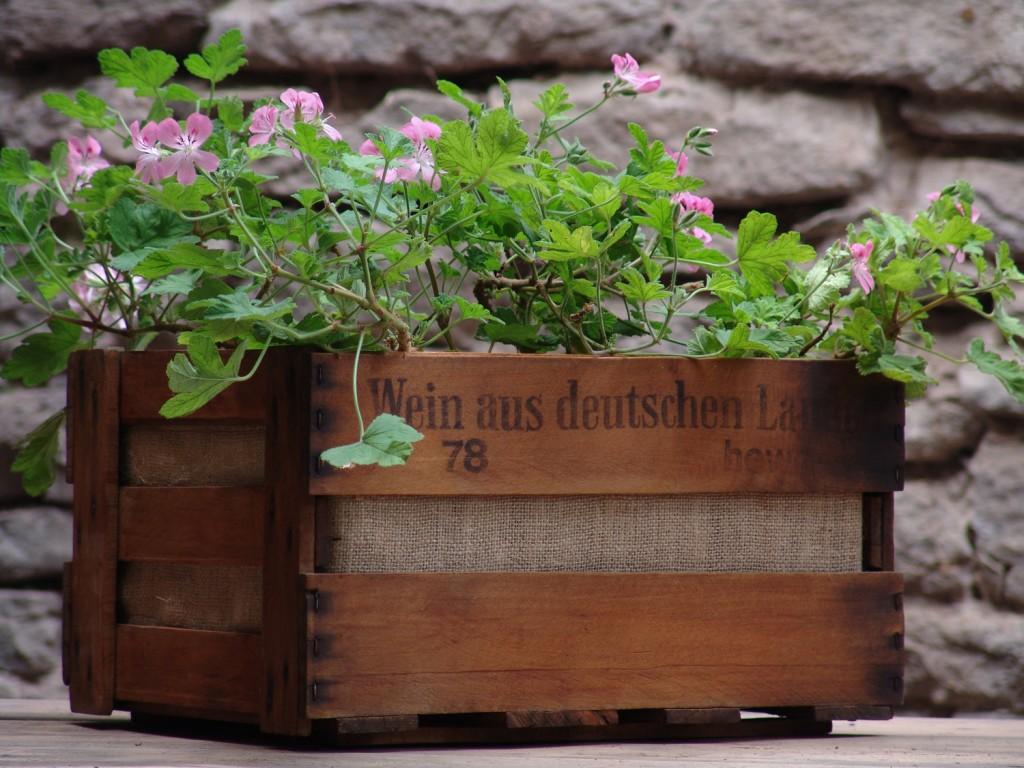 ιδέες με ξύλινες γλάστρες13