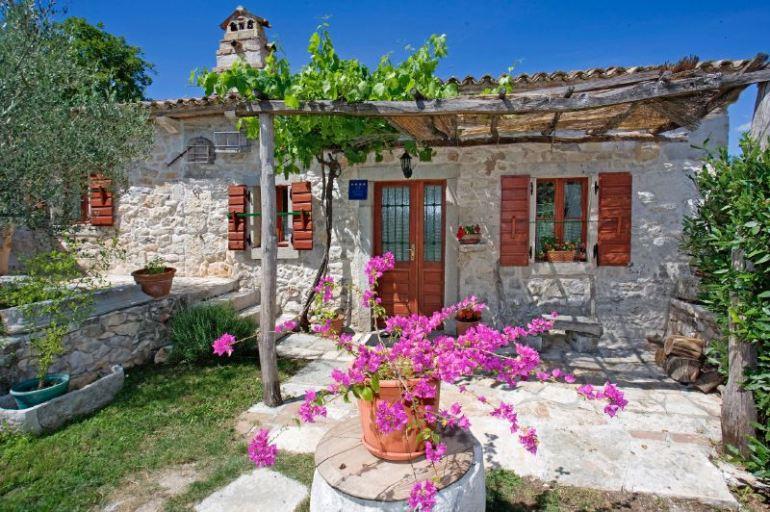 Αξιολάτρευτο μικρό  ρουστίκ σπιτάκι σε ένα χωριουδάκι μόλις τρία σπίτια