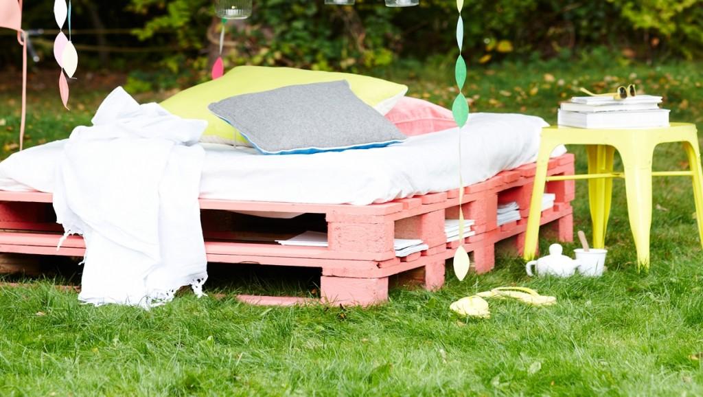 DIY: Φτιάξτε το δικό σας κρεβάτι - καναπέ κήπου από Ευρωπαλέτες