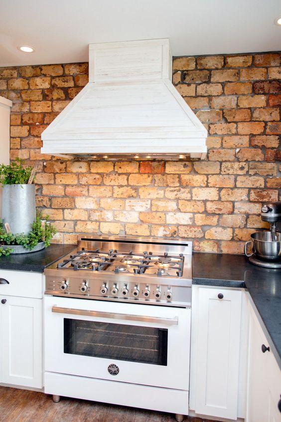 ιδέες με πέτρες, τούβλα και βότσαλα για τοίχους κουζίνας17
