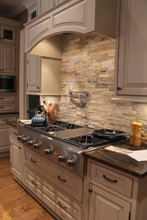 ιδέες με πέτρες, τούβλα και βότσαλα για τοίχους κουζίνας53