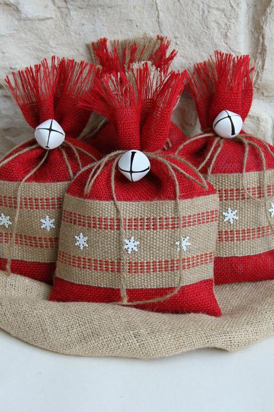 Χριστουγεννιάτικα στολίδια από λινάτσα42