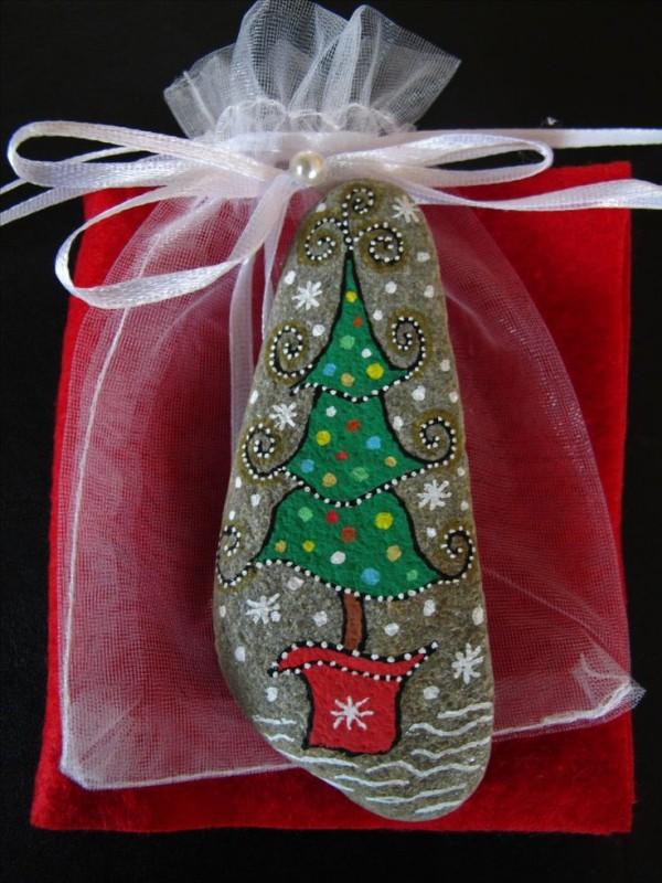 Χριστουγεννιάτικη ζωγραφική σε πέτρες και βότσαλα76