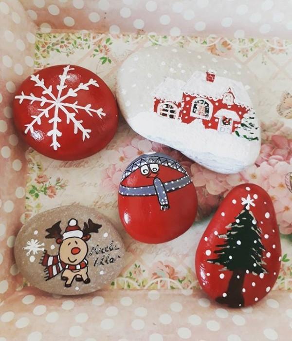 Χριστουγεννιάτικη ζωγραφική σε πέτρες και βότσαλα82