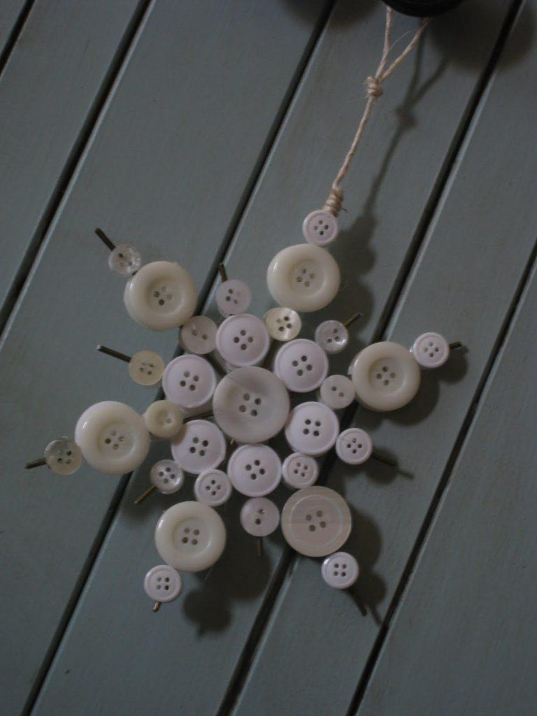 DIY κατασκευές από κουμπιά για τα Χριστούγεννα12