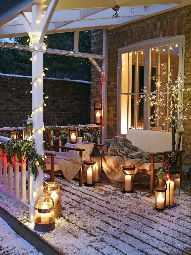 Οι καλύτεροι τρόποι για να φωτίσετε μαγικά το εξωτερικό του σπιτιού σας κατά τη διάρκεια του χειμώνα