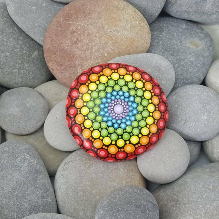 ζωγραφική μάνταλα σε πέτρες και βότσαλα22