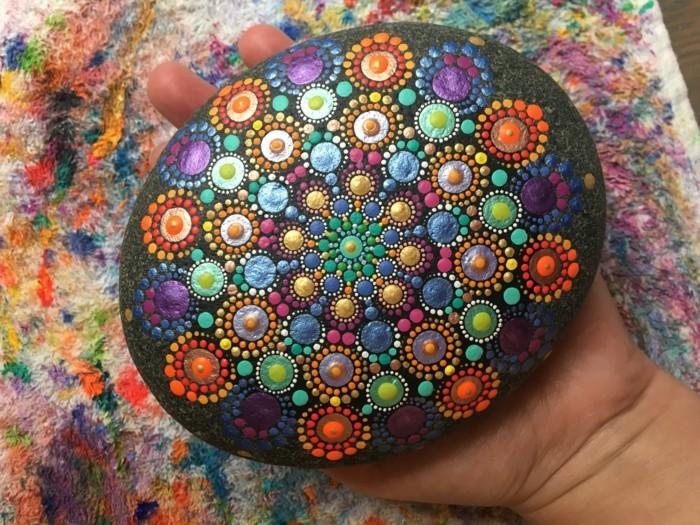 ζωγραφική μάνταλα σε πέτρες και βότσαλα34