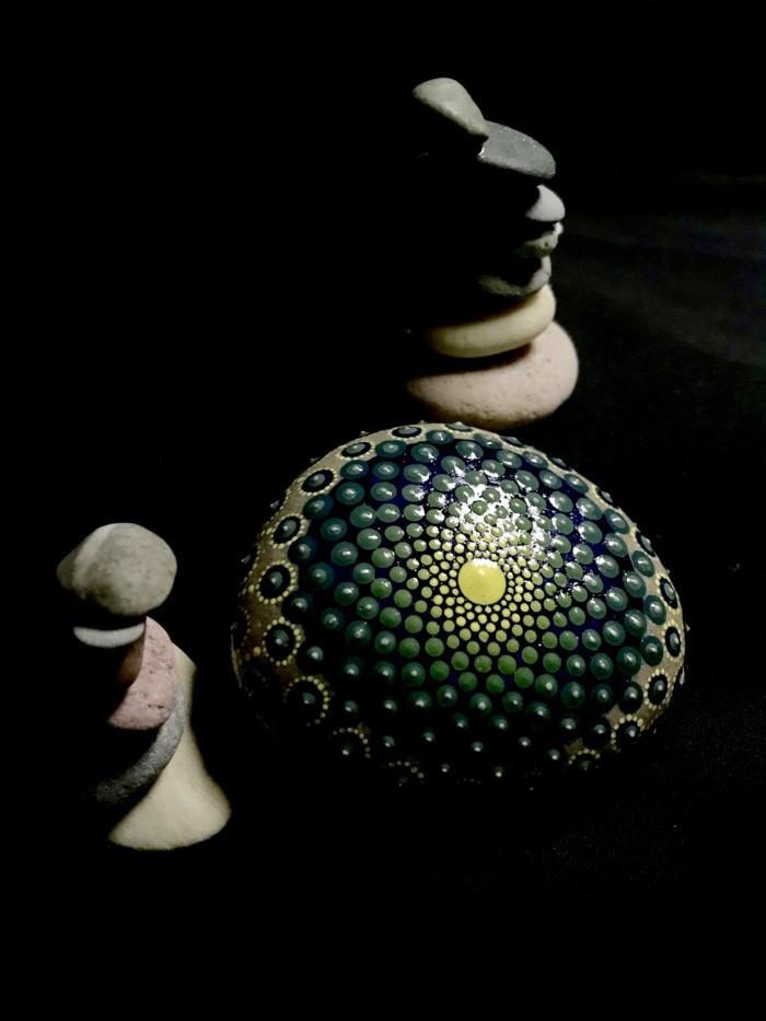 ζωγραφική μάνταλα σε πέτρες και βότσαλα4