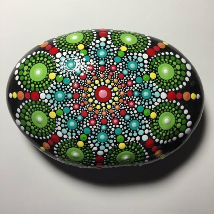 ζωγραφική μάνταλα σε πέτρες και βότσαλα45