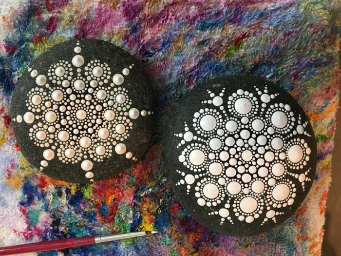 ζωγραφική μάνταλα σε πέτρες και βότσαλα9
