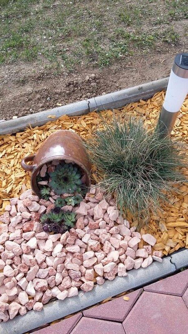 διακόσμηση στον κήπο με πέτρες και πυθάρια13