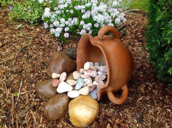 διακόσμηση στον κήπο με πέτρες και πυθάρια15