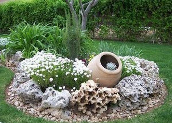 διακόσμηση στον κήπο με πέτρες και πυθάρια4