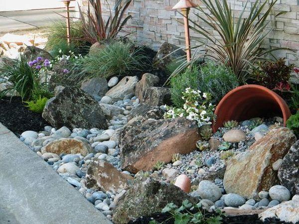 διακόσμηση στον κήπο με πέτρες και πυθάρια6