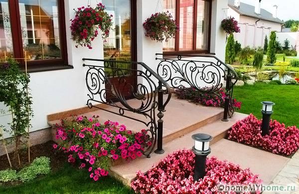 Λουλούδια μπροστά από το σπίτι10