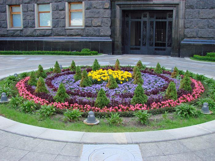 Λουλούδια μπροστά από το σπίτι11